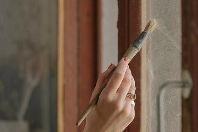 Peindre les cadres de fenêtre