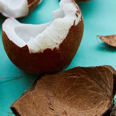 Recette sorbet coco étape 1 : Extraire la pulpe
